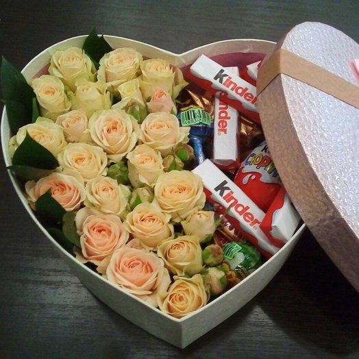 Розы+Киндеры: букеты цветов на заказ Flowwow