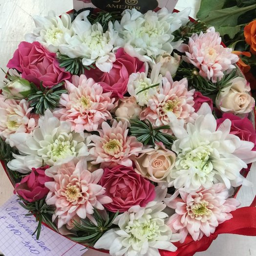 Хризантемы в коробке: букеты цветов на заказ Flowwow