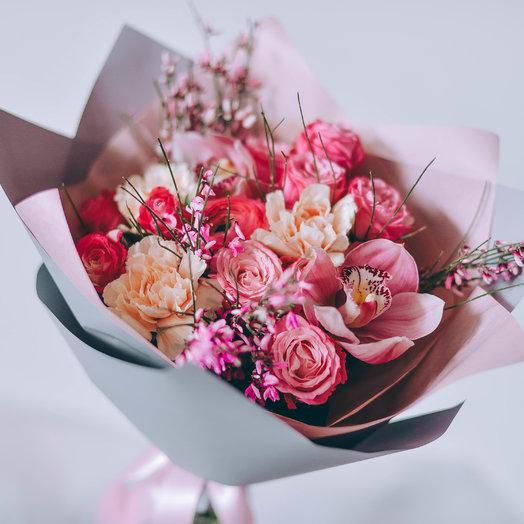 Розовый фонтан: букеты цветов на заказ Flowwow