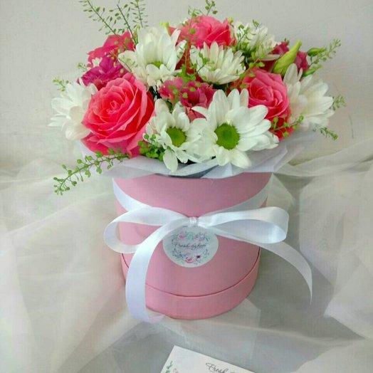 Шляпная коробочка с цветами: букеты цветов на заказ Flowwow