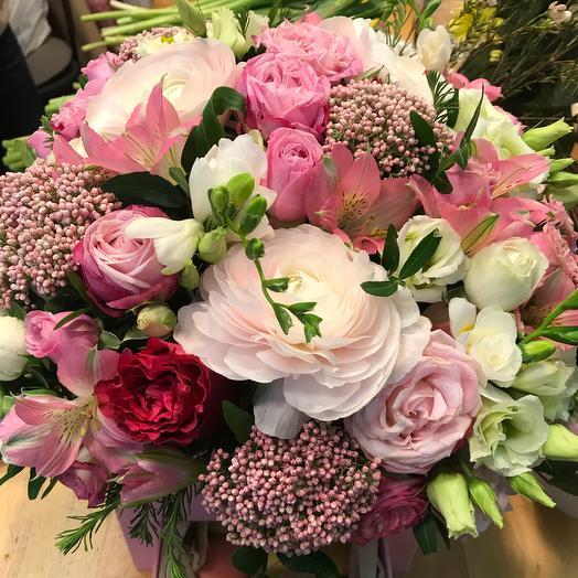Коробка цветов с макаронс: букеты цветов на заказ Flowwow