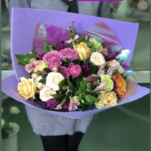 Нежный букет из микса роз
