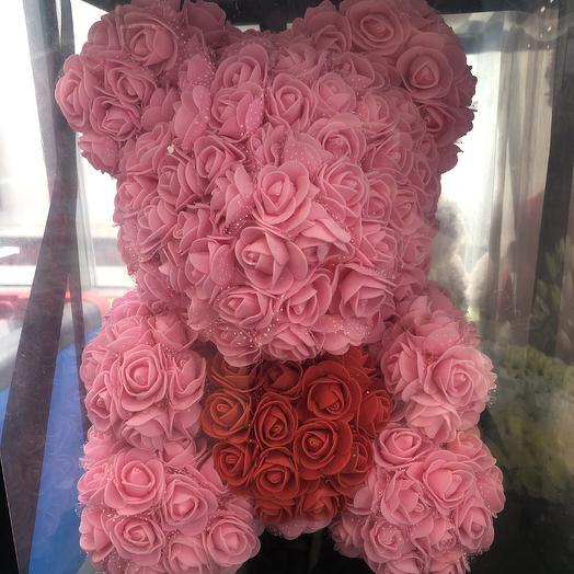Мишка из искусственных роз с сердечком: букеты цветов на заказ Flowwow