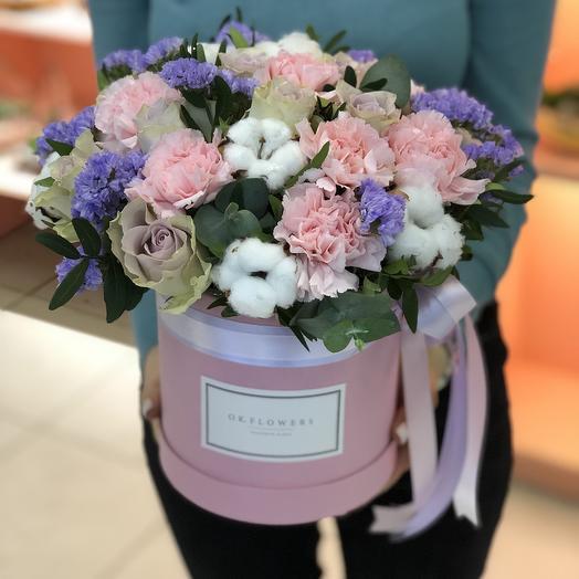 Коробочка с хлопком, розами Морнинг дью, диантусом, статицей: букеты цветов на заказ Flowwow