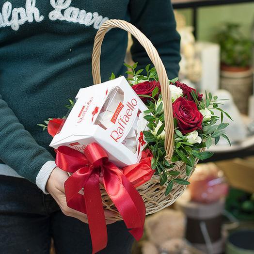 """Подарочная композиция """"Романтический подарок"""": букеты цветов на заказ Flowwow"""