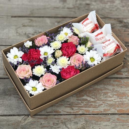 Подарочный бокс с цветами и рафаэлло: букеты цветов на заказ Flowwow