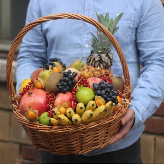 Большая фруктовая корзина: букеты цветов на заказ Flowwow