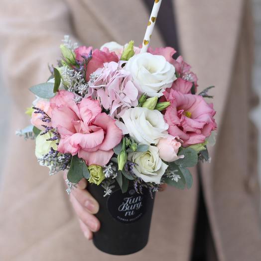 Цветы в стаканчике «Возьми с собой» в нежной гамме: букеты цветов на заказ Flowwow