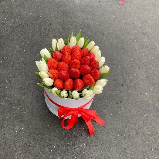 21 тюльпан с клубникой: букеты цветов на заказ Flowwow