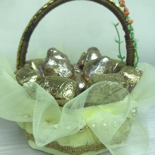 Корзина с золотом: букеты цветов на заказ Flowwow