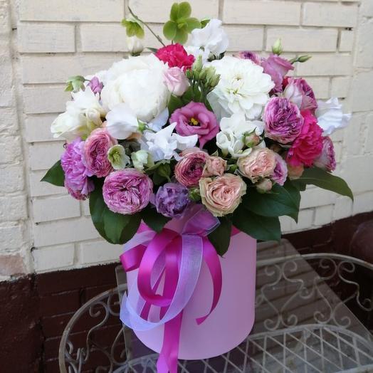 Коробка из пионов , пионовидной розы: букеты цветов на заказ Flowwow