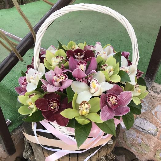 Корзина а с орхидеями