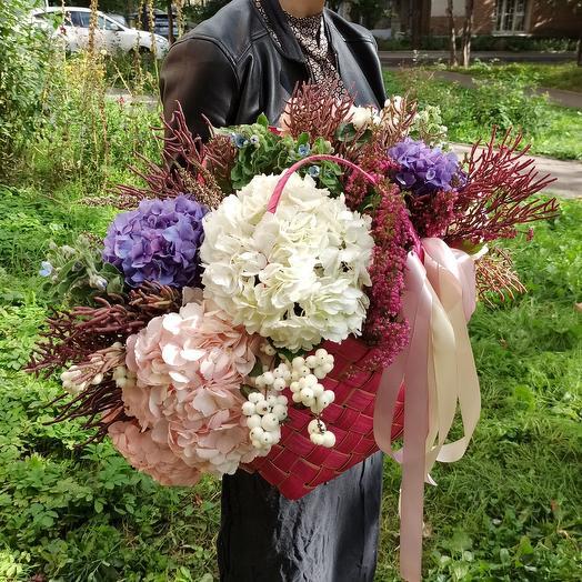 "Корзина с цветами ""Малиновый Бурбон"""