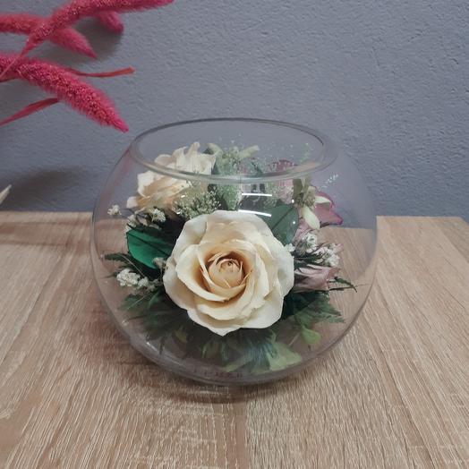 Роза айвори и розовая в средней круглой вазе