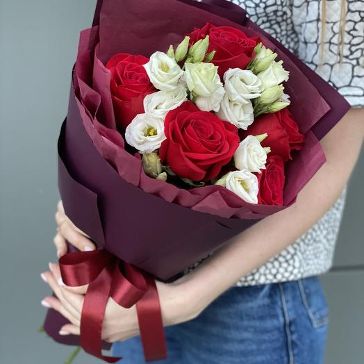 Bouquet with red roses and eustoma Iskra