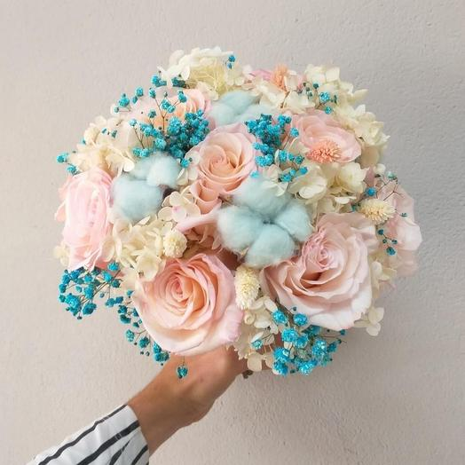 Bride's bouquet with dried flowers