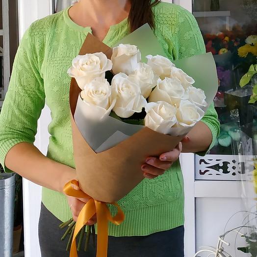 ✅ 11 белых роз