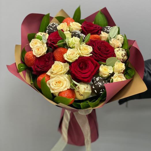 Букет из 7 клубник в Шоколаде и роз