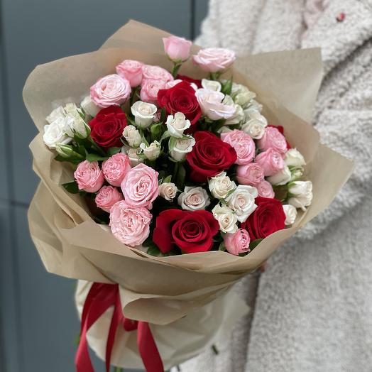 Букет Талисман из кустовых и одноголовых роз