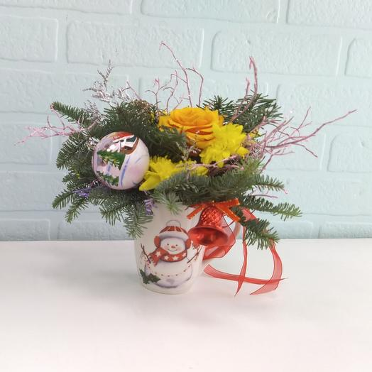 Чашка снеговик с цветами