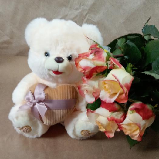 Мишка + 5 роз