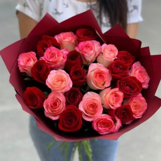 Букет 25 шикарных роз  «Романтичная»