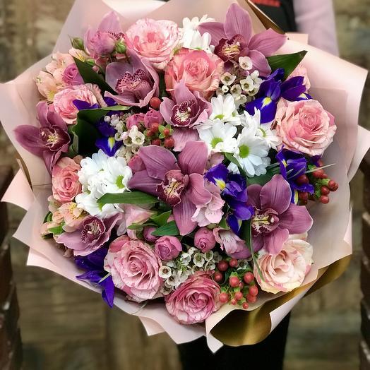 Букет Роз, Ирисов и Хризантем