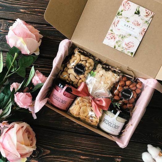 Подарочный набор с орешками «Медовый box»