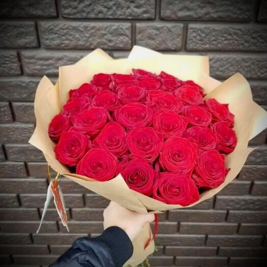 29 шикарных красных роз