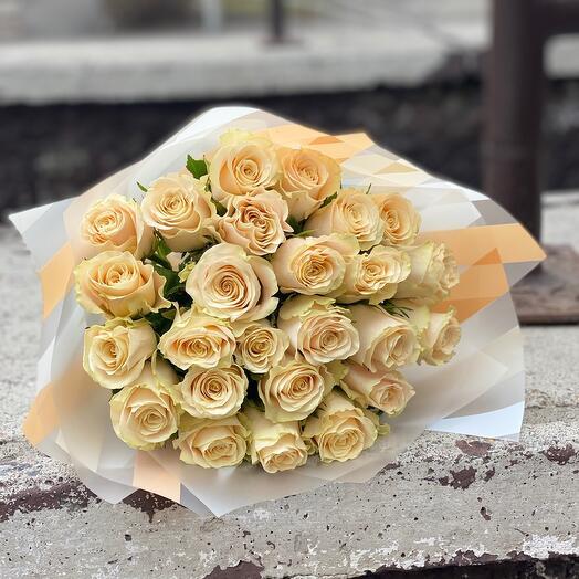 Кремовые розы Кения  25шт