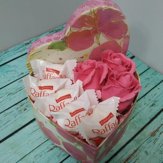 Сладкое сердце с розами