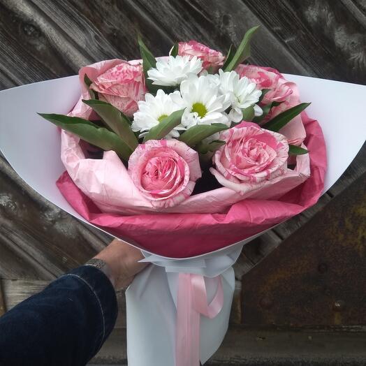 Букет из роз и хризантемы