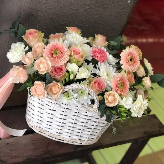 Классическая Корзина цветов