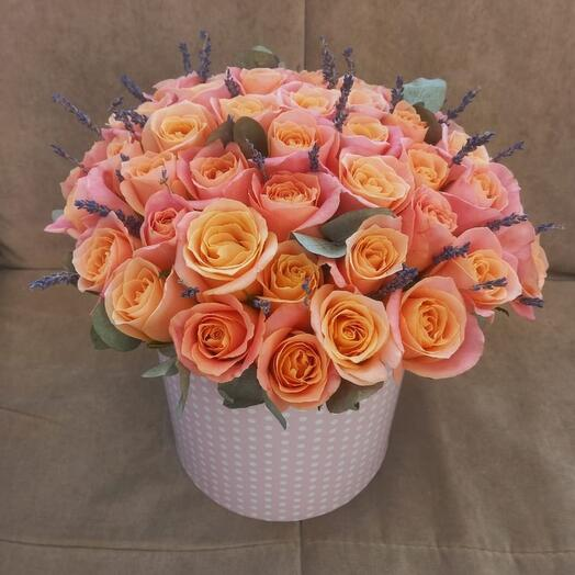 Цветы в коробке розы