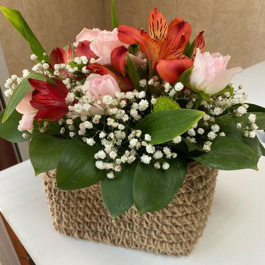 Цветы в корзинке ручной работы