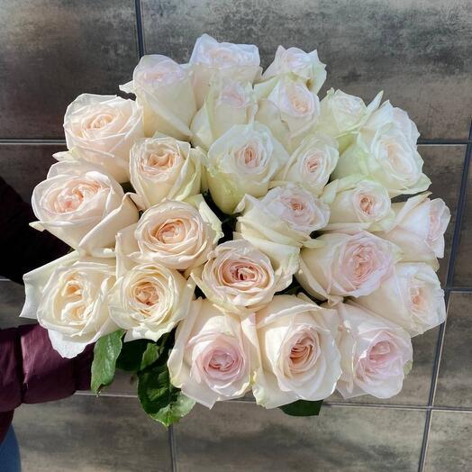 Нежный букет из ароматных роза white ohara