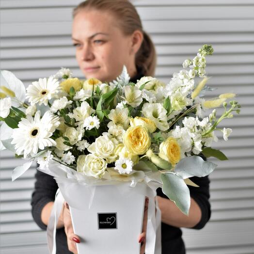 Цветы в коробке Белый танец
