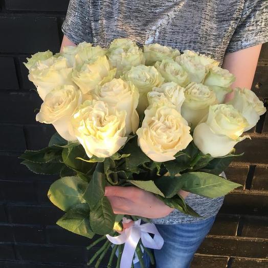Букет из 21 белой голландской розы 50 см: букеты цветов на заказ Flowwow