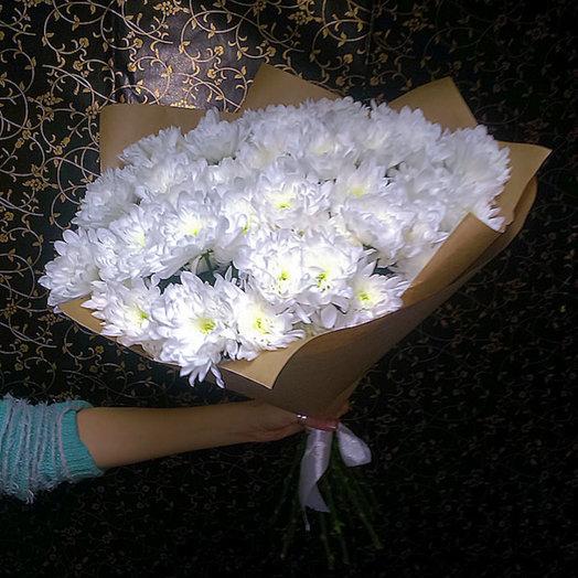 Акция! Букет из 15 кустовых хризантем в крафте: букеты цветов на заказ Flowwow
