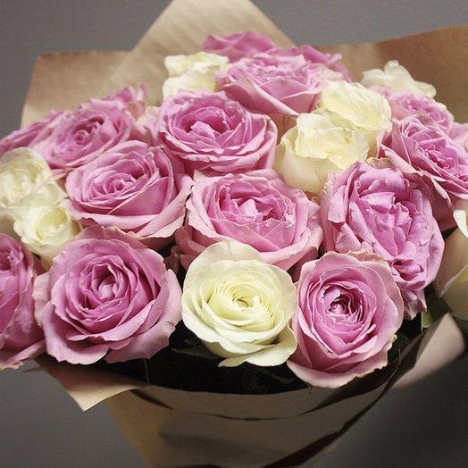 Комбинированный букет из 25 белых и розовых роз (70 см): букеты цветов на заказ Flowwow