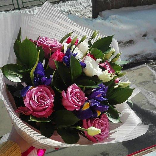 Нежный букет с ирисами: букеты цветов на заказ Flowwow