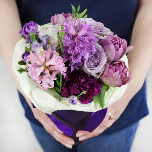 Букет из роз гиацинтов и лунной гвоздики в кулёчке