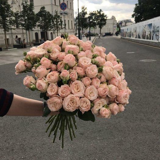 Весенний букет кремовых роз