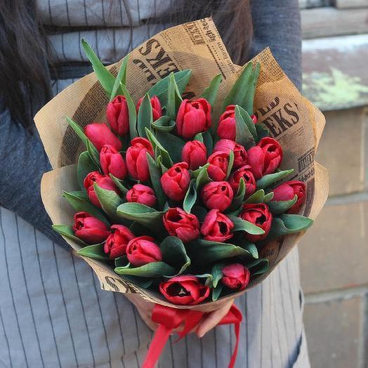 25 красных тюльпанов