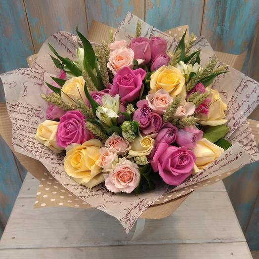 Букет из роз, альстромерии, кустовой розы и пшеницы: букеты цветов на заказ Flowwow