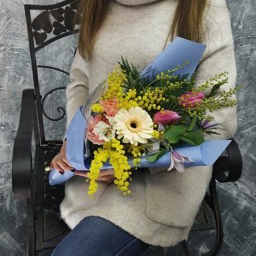 """Нежный кулечек из тюльпанов, гермини, мимозы """"Свидание"""": букеты цветов на заказ Flowwow"""