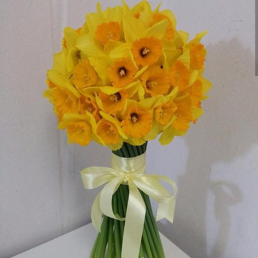 Букет из нарциссов: букеты цветов на заказ Flowwow