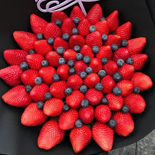 Букет из клубники с голубикой: букеты цветов на заказ Flowwow