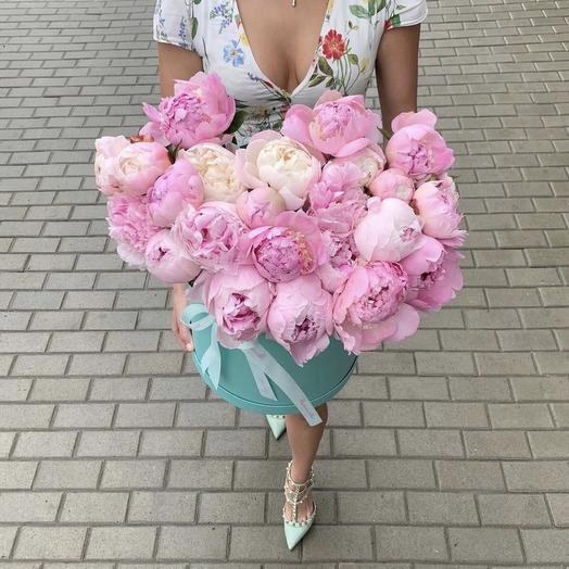 Пионы в коробке цвета тиффани: букеты цветов на заказ Flowwow