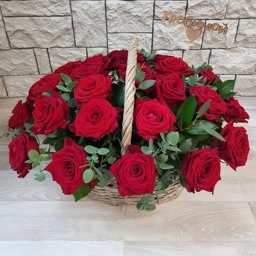 Корзина из 29 красных роз: букеты цветов на заказ Flowwow